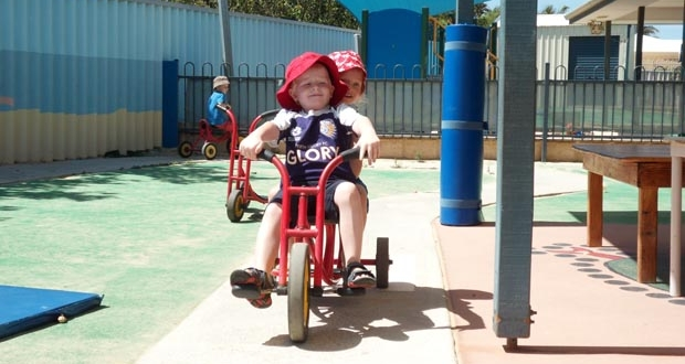 Strathalbyn children enjoy riding their tricycles
